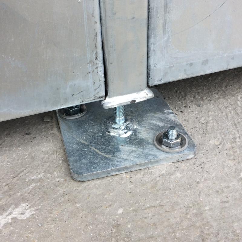 Stopka stalowa, regulowana do trybun stałych