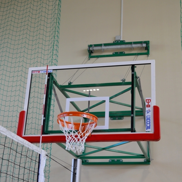 GLASS BASKETBALL BACKBOARD 105x180 CM