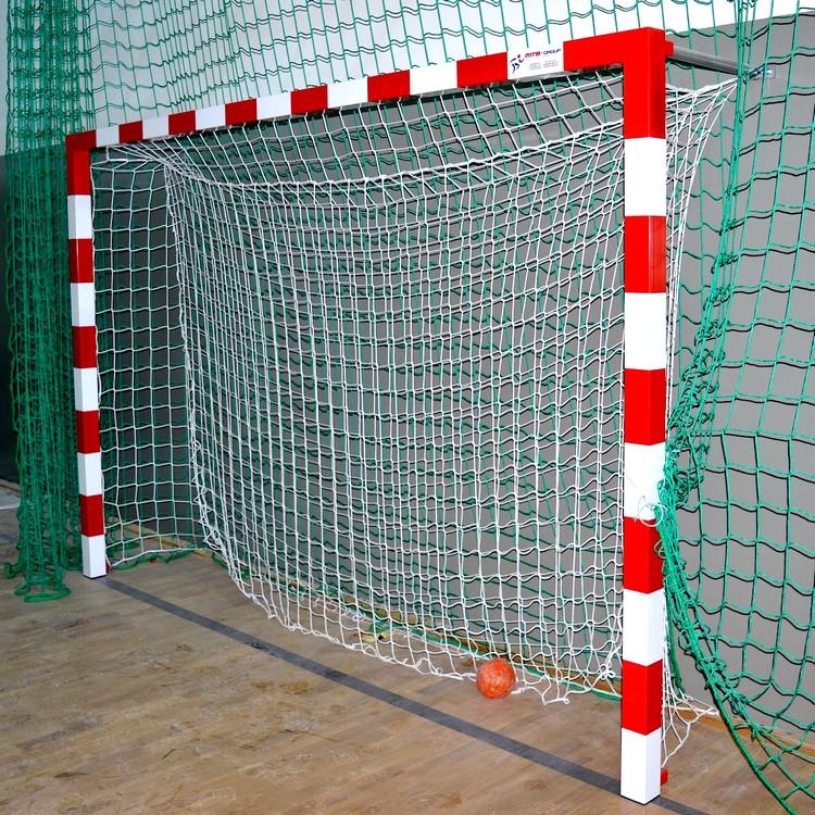 Hádzanárska brána oceľová na stenu upevnená 3x2 m