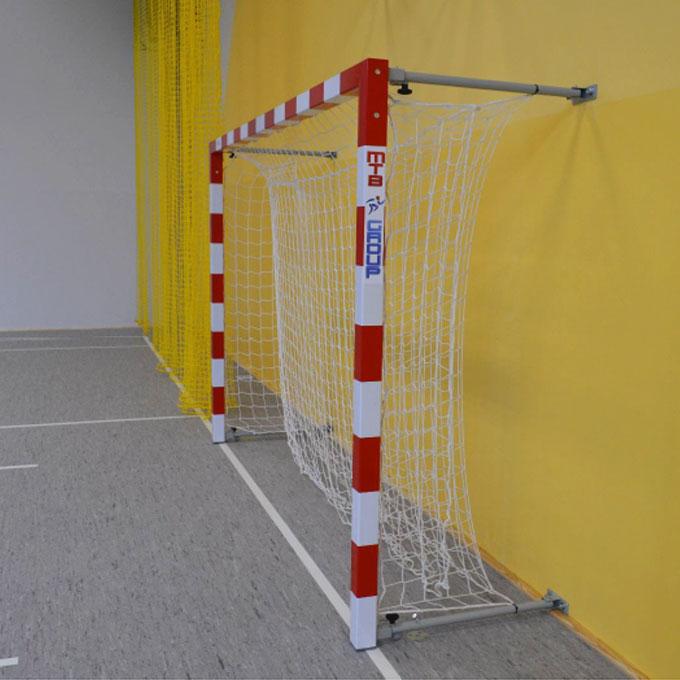 Hádzanárska brána hliník upevnená k stene  3x2 m
