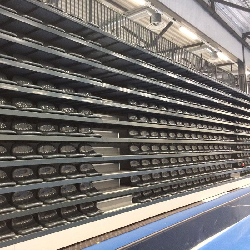 Trybuna składana elektrycznie z siedziskami plastikowymi lub typu ławka